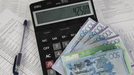 Деньги лежат на калькуляторе