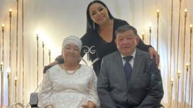 Алтынай Жорабаева ата-анасымен