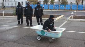 Заключенные устроили гонки на тарантасах в Шахтинске