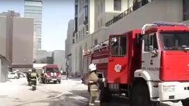 Пожарные работают на месте возгорания в Нур-Султане