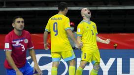 Альберт Акбаликов и Тайнан празднуют забитый мяч