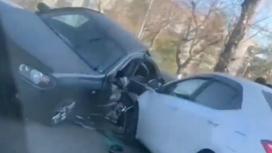 Автомобиль зажало в Павлодаре
