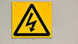 Знак, предупреждающий о высоком электрическом напряжении