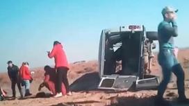 Машину опрокинуло на бок после ДТП