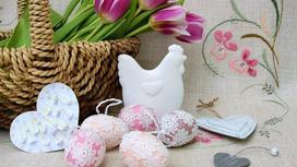 Пасхальная атрибутика и живые тюльпаны