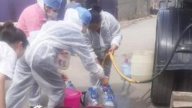 Врачи набирают воду