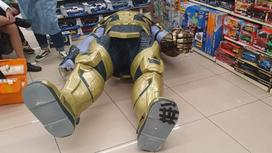 Танос упал на ребенка