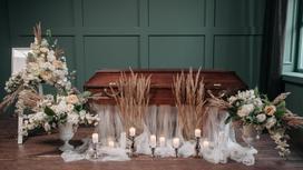 Гроб посреди комнаты
