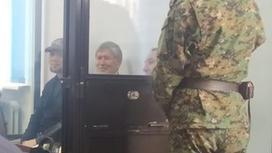Алмазбек Атамбаев на судебном разбирательстве