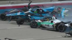 Столкновение болидов на IndyCar