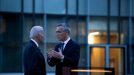 Джо Байден и Йенс Столтенберг после саммита НАТО в Брюсселе