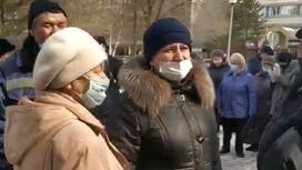 Толпы людей в Павлодаре