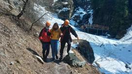 Девушку спасли в горах