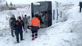 Автобус перевернулся на трассе