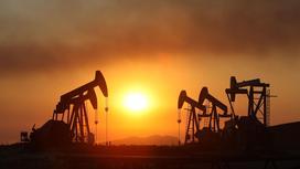 Вышки качают нефть