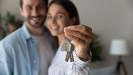 Молодые люди купили жилье