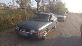 Машины на дороге в Туркестанской области