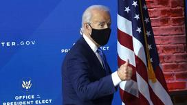 Джо Байден в маске