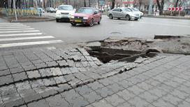 Тротуар провалился в Алматы
