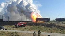 Вагон горит на железной дороге в Арыси