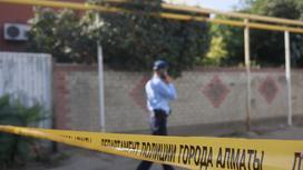 Полицейский возле дома