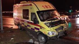 Машина скорой помощи после аварии