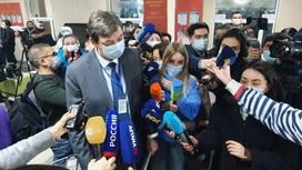 Ерлан Киясов с журналистами