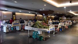 Больные лежат на больничных койках