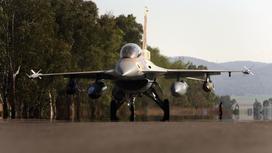 Израильский военный самолет F16