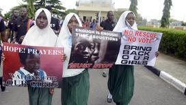 """Девушки на акции протеста в 2014 после похищения школьниц """"Боко харам"""""""