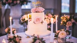 Торт и свечи