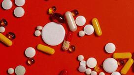 Витамины на столе