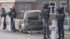 Полиция на улицах села Сортобе после беспорядков