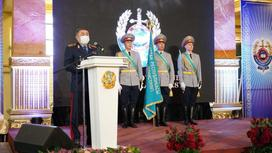 Глава МВД Ерлан Тургумбаев на вручении сертификатов