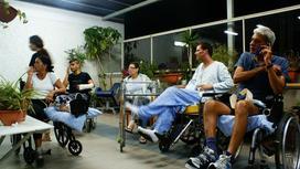 Пациенты в коридоре