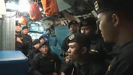 Экипаж затонувшей подводной лодки поет песню