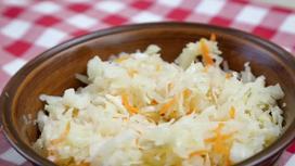 Тарелка квашеной капусты