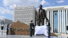 Церемония открытия памятника Елбасы в Туркестане