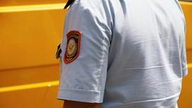 Казахстанский полицейский в униформе