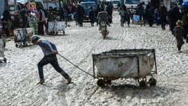 Люди в сирийских лагерях
