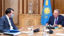 Алик Шпекбаев и Нурсултан Назарбаев разговаривают