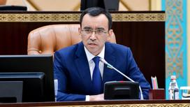 Маулен Ашимбаев выступает