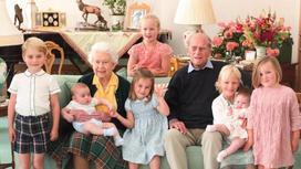 Елизавета II и принц Филипп с правнуками