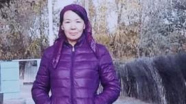 София Абитаева стоит на улице