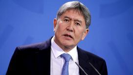 Алмазбек Атамбаев говорит в микрофон