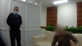 Полицейским и задержанный