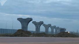 Бетонные столбы, возведенные при строительстве LRT