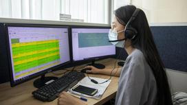 Оператор Центра телемедицины за рабочим местом