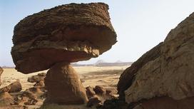 Висячий камень в Сан-Бернардино