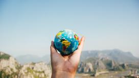 Планета Земля В руках